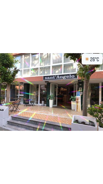 Hotel Santangelo ha riaperto le porte anche quest'anno a tutti i suoi ospiti . ✅Colazione abbondante ✅camere sanificate,...